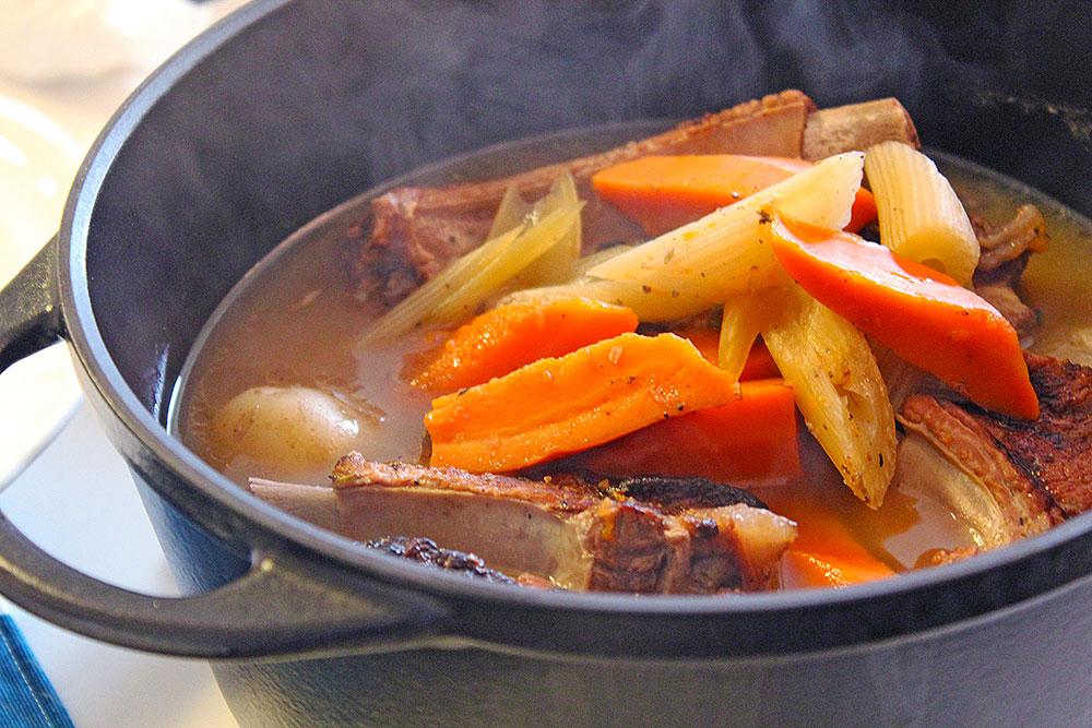 スペアリブと色々なお野菜の炊き合わせ