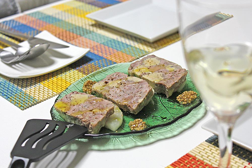 2ヶ月氷温熟成のセミドライ無花果とフレッシュ無花果を生ハムで食べ比べ