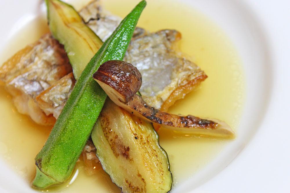 太刀魚の蒸し焼き 松茸、秋野菜とともに
